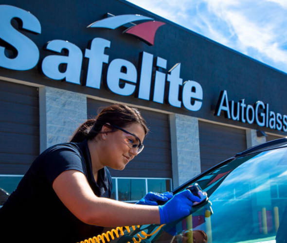A Safelite technician repairs the windshield of a AAA Member