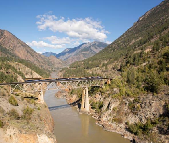 rocky mountaineer on fraser river bridge