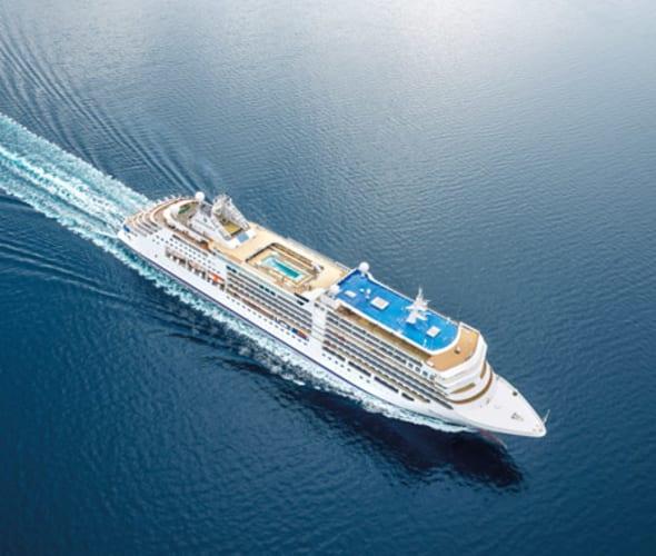 silversea cruises silver moon ship at sea