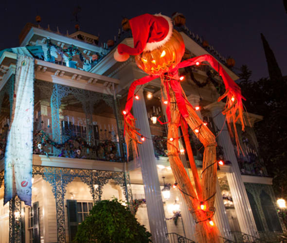 haunted mansion at disneyland decorated for the holidays