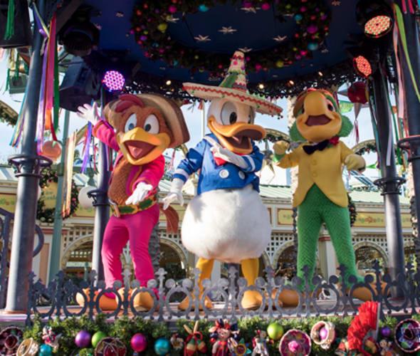 donald duck celebrates viva navidad at disneyland